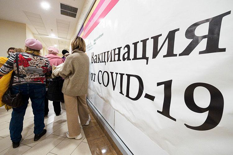 Казанцы сегодня весь день штурмуют торговые центры ибольницы снадеждой привиться откоронавируса иполучить QR-код, без которого жизнь спонедельника станет заметно сложнее