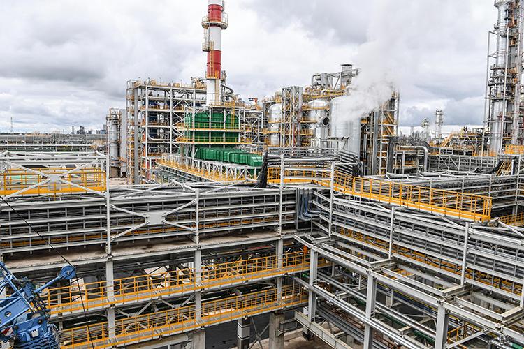Завершается эпопея с официальным введением в эксплуатацию завода глубокой переработки тяжелых нефтяных остатков ТАИФ-НК. Предприятие получило от Ростехнадзора заветное заключение о соответствии