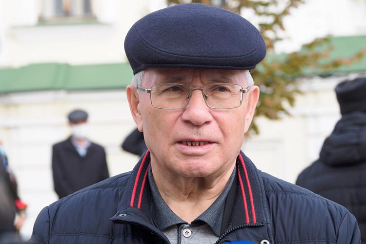 Разиль Валеев:«Яспросил его напланах набудущее, начто получил ответ:«Разиль, мне уже 85 лет исполнилось, нукакие планы… Яуже все запланированное сделал, прожил жизнь. Сейчас яосебе недумаю, апереживаю засудьбу нацию, родного языка, татарской школы, вот меня что тревожит»