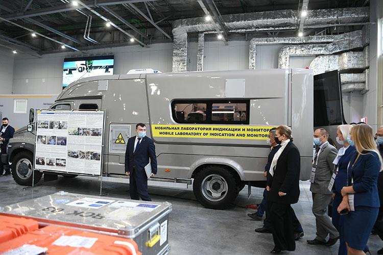 Водном изпавильонов натерритории «Казань Экспо» уже обустроили площадку смобильными лабораториями— для отработки практической части