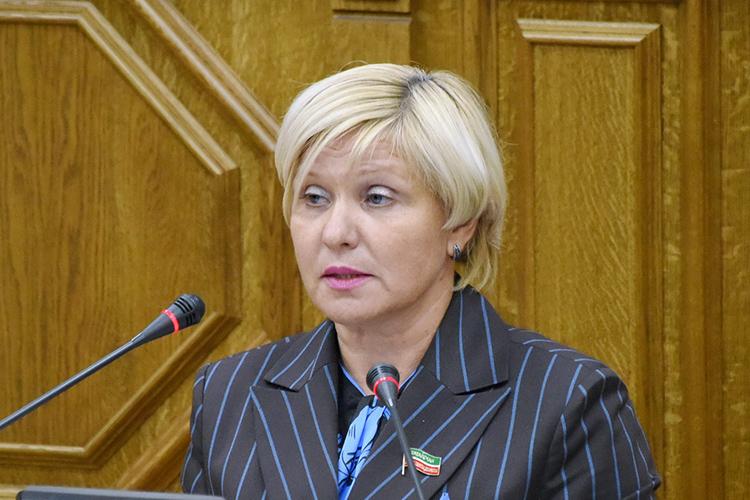 Елена Кузьмичева предложилаустановить дополнительные выплаты медицинским работникам иобслуживающему персоналу, который работают сбольными COVID-19