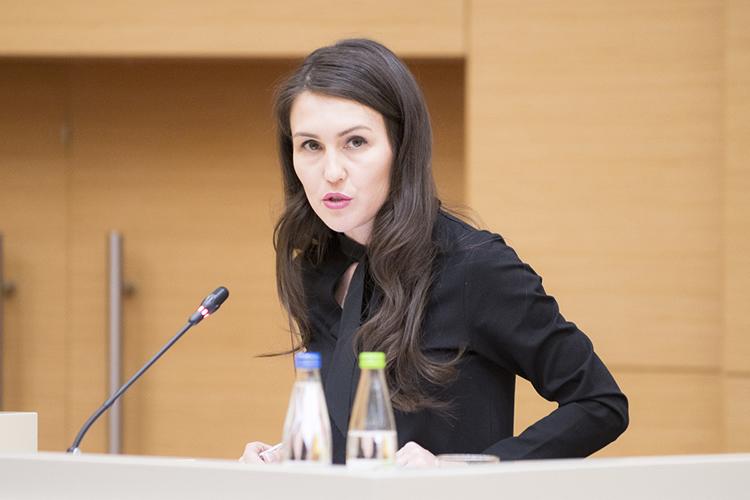 Лилия Галимоваотметила, что власти обсуждалилокдаун, норешили выбрать альтернативу— обязательную вакцинацию исистему QR-кодов