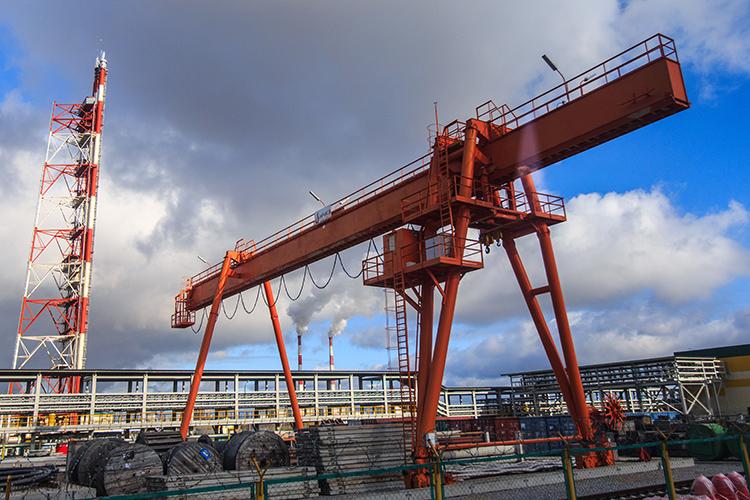 Крановый завод — активный участник различных госзакупок. За все время завода было заключено различных контрактов на 4,5 млрд рублей