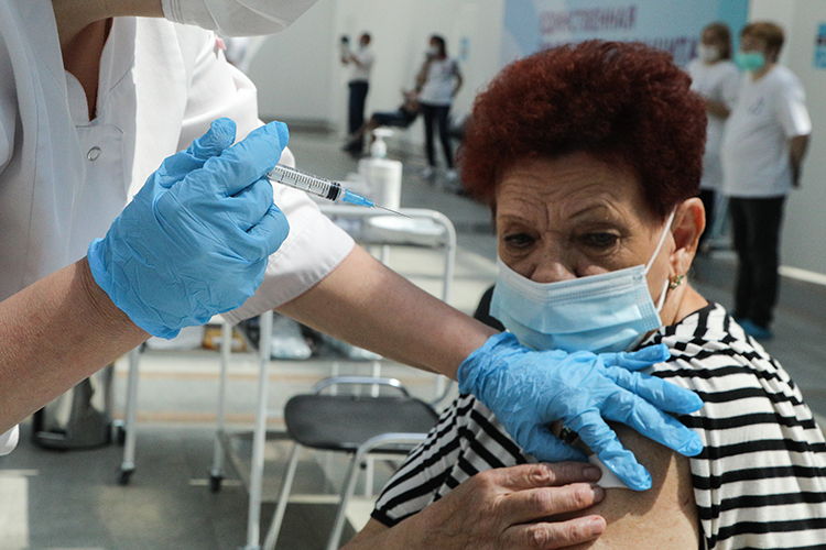 Лица 60 лет и старше подлежат обязательной вакцинации