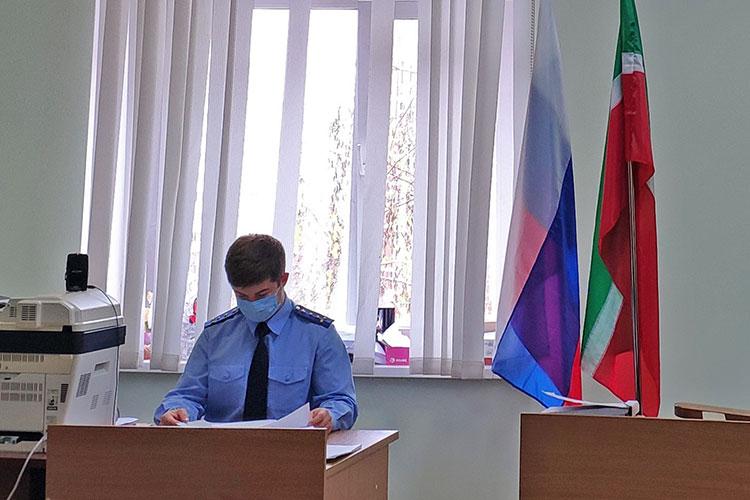 Обвинительное заключение огласил старший помощник прокурора Вахитовского района Казани Расул Алхасов — на оглашение материалов у него ушло не больше часа
