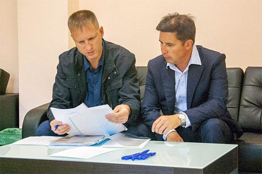 Рустем Ибрагимов (справа)напомнил, что РФП осуществляет выплаты пострадавшим клиентам ТБФ иИнтехбанка путем выкупа ихтребований