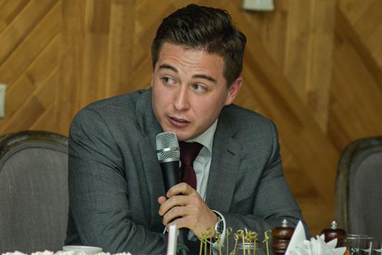 Карьера Шигаповой вГарфонде оборвалась сприходом надолжность директора фонда начинающего технократа, натот момент 23-летнегоТимураТемиргалиева
