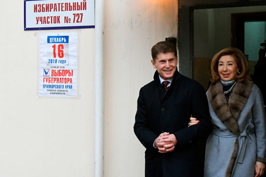 Если каждый голос заАндрейченко обошёлся в7 рублей, тоголос заКожемяко (на фото с супругой) — в11тыс. рублей