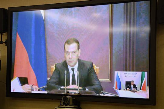 Рустам Минниханов насовещании с Дмитрием Медведевым предложил сохранить старую схему финансирования для застройщиков, достраивающих проблемные объекты идома ввысокой степени готовности