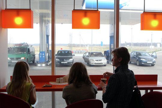 Кафе и магазин вместе с дополнительными услугами могут приносить заправке до половины выручки, а также львиную долю чистой прибыли