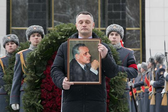 «Анатолий Иванович небыл ниэкономической, ниполитической проституткой»