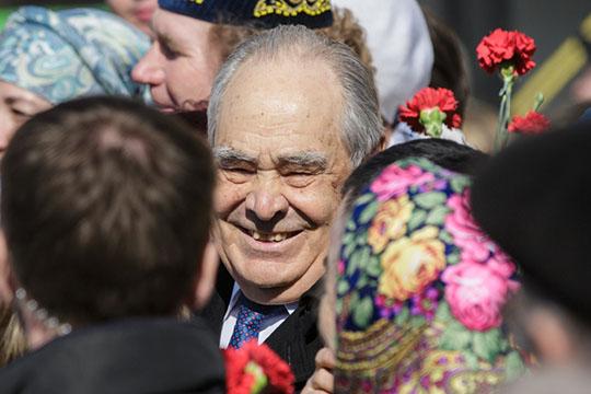 «Редко кому удается вытрясти изсебя чиновника истать политиком– Шаймиев смог!»