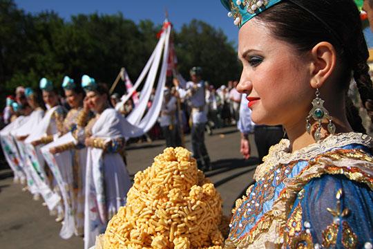 «Татарам ненужна отдельная татарская конституция, уверен Тишков. Вместо конституции татарам нужно дать много татарской культуры»