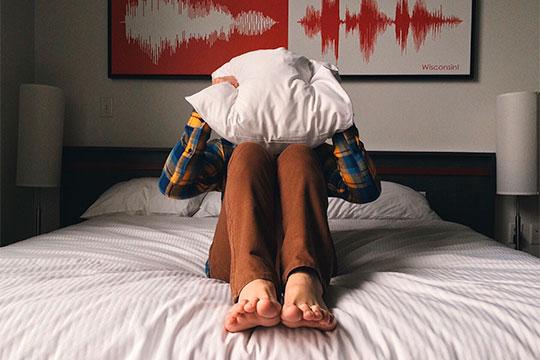 Неправильно подобранный матрас может быть причиной боли вспине, нарушения осанки идаже сколиоза