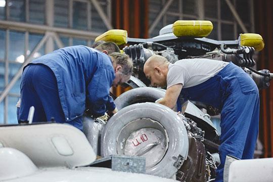 В стане «миллиардеров» оказался и «Казанский агрегатный завод». Компании удалось удвоить выручку до 1,1 млрд рублей на поставках авиадвигателей для вертолетов Ми-8, медицинских модулей, специальных кранов