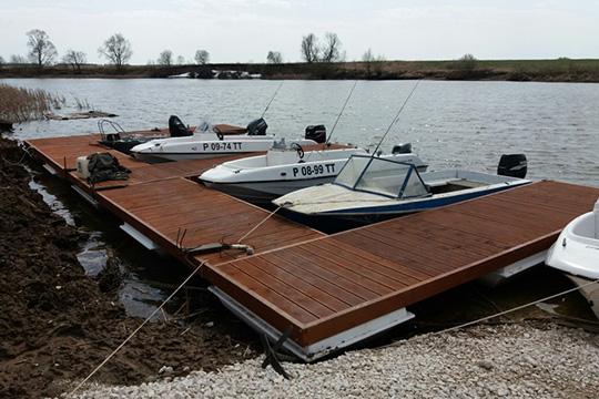 «Мыотработали пять сезонов, все лодки висправном отличном состоянии. Минимальный бюджет наприличную моторную лодку— 600-700 тысяч рублей»