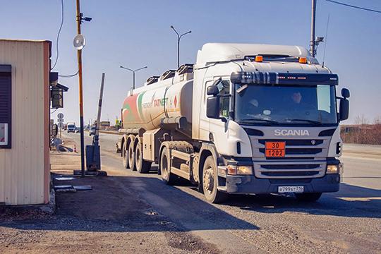 «Увсех наших соседей закрывают региональные дороги с1апреля. Итолько в РТ весеннее ограничение начинается с15апреля, когда необходимости взакрытии дорог уже нет— они кэтому времени уже совершенно сухие»