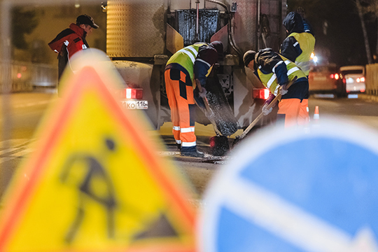 ВКазани благодаря увеличению объема капитально отремонтированных дорог улучшилось качество дорожного покрытия основных улиц. Новое дорожное полотно более устойчиво кнагрузкам вовремя таяния снега