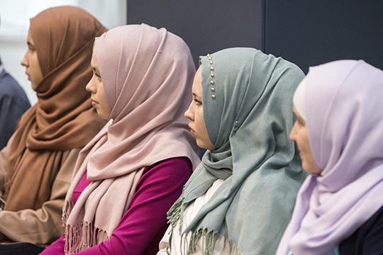 ВРоссии нельзя носить хиджаб ибыть вне подозрений. Бытовая исламофобия, увы, все еще остается частью наших повседневных реалий