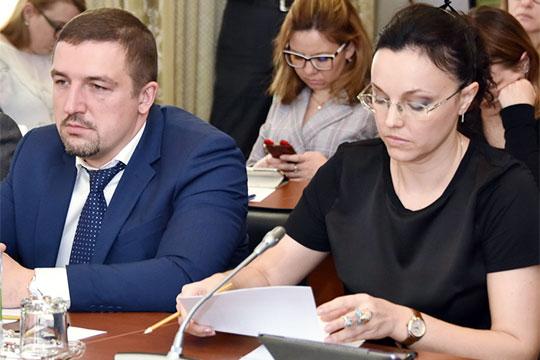 Ярлыченко (на фото с Сергеем Богатовым) добавила, что в числе задач — объединение всех этапов обращения с отходами в единую систему