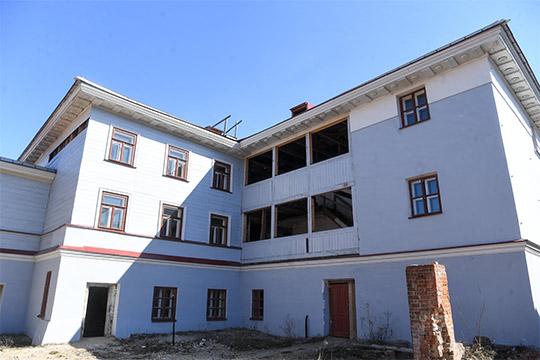 Дом Дротоевского наКарла Маркса, 56/11— это объект федерального значения. Несмотря на6 лет реставрации, досих пор непонятно, какими будут функции здания