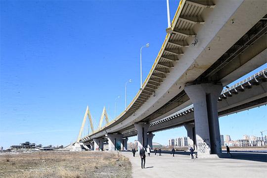 Под мостом наМинниханова «вывалили» массу различных предложений -беговая дорожка,футбольное поле-трансформер,поле для гольфа…