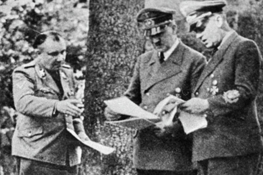 «Вероятность сделки между Борманом (слева) и США нельзя исключать: думаю, она составляет примерно 50 процентов от того, как в реальности могла сложиться послевоенная судьба Адольфа Гитлера»