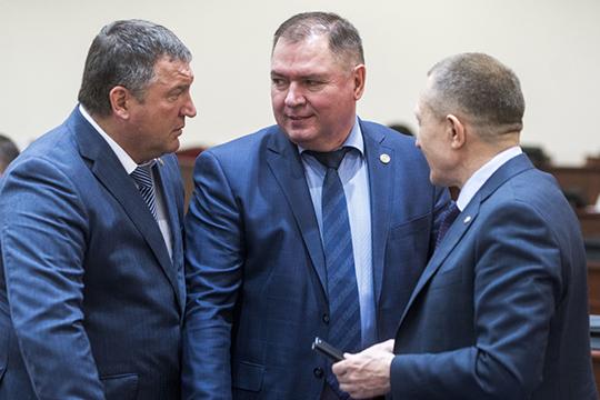 На280%— до9,9млн рублей— выросли заработки главы Менделеевского районаВалерия Чершинцева (в центре)