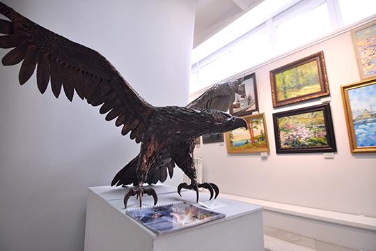 «Многие заслуженные художники, которые унас выставляются, возмущаются поповоду платной формы организации выставок»