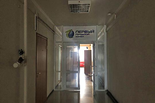 Офис «Первого городского», который находится на8-м этаже бизнес-центра, оказался почти пустым
