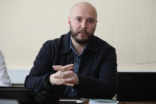 Руслан Айсинотметил, что сегодня идет серьезнейший накат наосновы Российской Федерации, многие публичные деятели призывают изменить правовой иконституционный строй страны