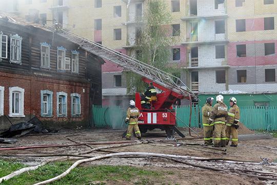 За последнюю неделю в «Полукамушках» произошло три пожара, сгорело пять домов