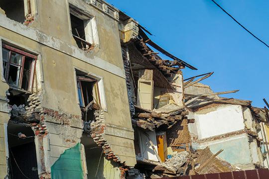 На этой неделе в Казани приступили к сносу четырех аварийных домов в жилом квартале завода по производству синтетического каучука СК-4, которые расположены за «серым» домом по ул. Назарбаева