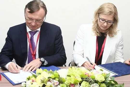 Козлова сосвоей стороны обещала снизить затраты муниципалитетов-заказчиков наобслуживание зарядных станций итем самым повысить рентабельность пассажирского электротранспорта вРоссии