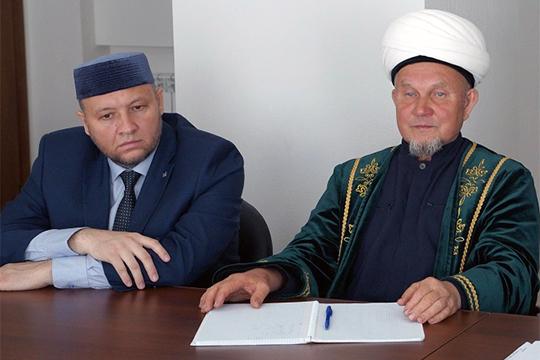 По информации «БИЗНЕС Online», в Духовном управлении мусульман РТ наконец-то появился официальный глава аппарата, эта должность была вакантной аж с осени 2018-го. Теперь ее занимает Фарид Валеев (слева)