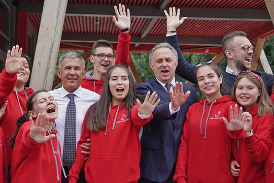 По пути Мутко встретился с волонтерами чемпионата по рабочим профессиям WorldSkills