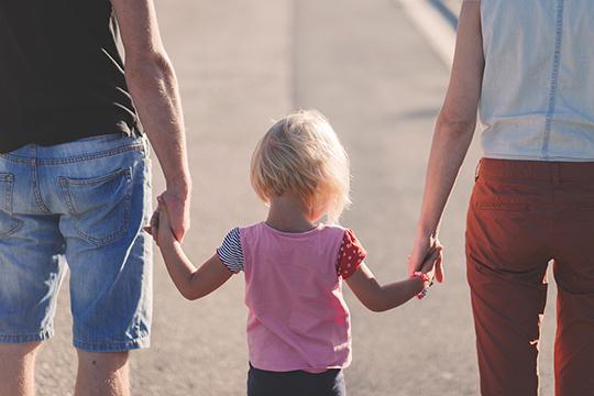 «Родители должны понимать, что из себя представляет существующая действительность. Мы можем научить их ненавидеть эту реальность или же относиться к ней с любовью»