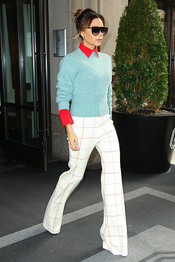 Новый тренд — ультрадлинные брюки. Его родоначальницей считают Викторию Бэкхем
