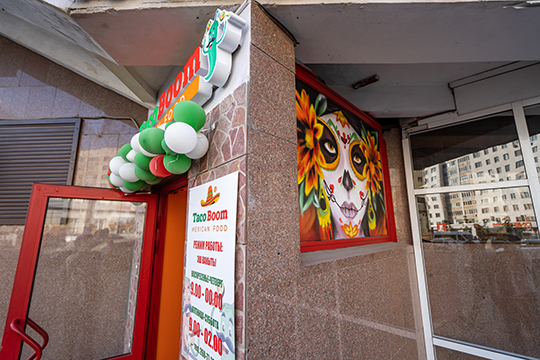 Еще один проект смексиканской кухней открылся 2сентября вКазани. Фастфуд-бар Taco Boomвмещает 19 посадочных мест