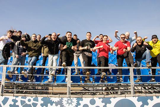 Сейчас домашний стадион камазовцев вмещает 6400 зрителей. Как нам стало известно, специально к игре со «Спартаком» в КАМАЗе прорабатывают варианты увеличения вместимости трибун с 600 до 1200 мест