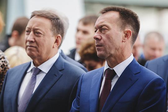По мнению Петрова, вал аварий пошел после смены руководства: на смену Бусыгину (слева), более профессионально подходящего к вопросам эксплуатации оборудования, пришел Бикмурзин (справа)