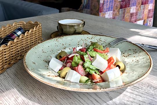 «У меня есть три блюда-маркера, по которым я определяю профессионализм заведения — это салат «Греческий», паста «Карбонара» и десерт «Тирамису»