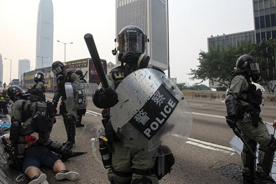 «В целом, конечно, полицейские Гонконга действуют гораздо более жестче, чем московские»