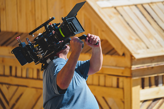«Сериал — это великолепная вещь для поддержки местной киноиндустрии, ведь занятые в нем актеры, режиссеры и операторы будут постоянно получать зарплату»