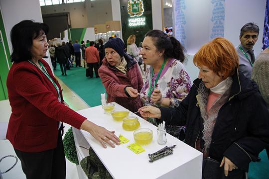 Айнур Хусаинов убеждал нас, что татарский мед куда вкуснее раскрученного башкирского. Однако на «Золотой осени» было только один вид — липовый кукморский мед