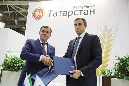 Марат Зяббаров подписал соглашение о сотрудничестве с представители «Фосагро»