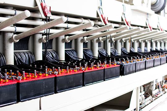Благодаря уникальному оборудованию вразы сокращается время зарядки. Если набольшинстве заводов назарядку аккумулятора для легковых машин уходит около 20 часов, тонапроизводстве вЕлабуге— всего 5-6
