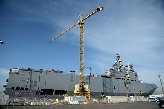В 2010 году с французской компанией DCNS Минобороны Рф заключило контракт стоимостью 1,2 млрд евро на строительство двух УДК типа «Мистраль». Но контракт скандально разорвали