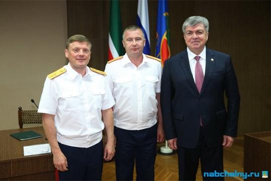 Ряд наших собеседников, утверждают, что Павел Николаев (слева) и Халиев (в центре) были весьма близки по взглядам, и главный следователь Челнов пользовался определенной протекцией шефа