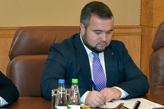 Говоря о тех рисках, с которыми могут столкнуться банкиры, работая в ДНР, Хайдар Камалетдинов заявил, что сложность одна — в том, что эта республика не признана странами Запада